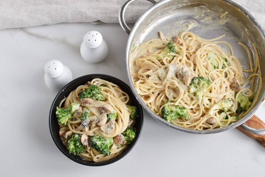 How to serve Spaghetti Con Broccoli
