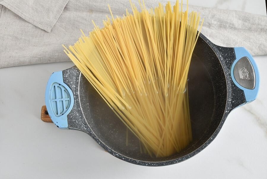 Spaghetti Con Broccoli recipe - step 1