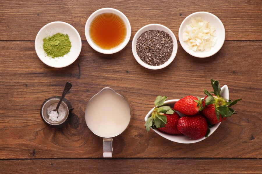 Ingridiens for Vegan Matcha Chia Pudding