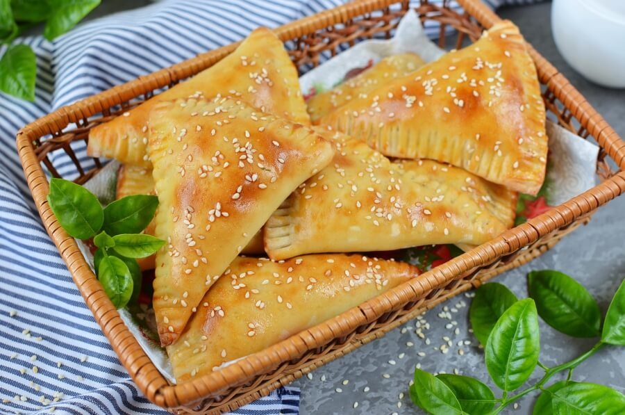 How to serve Beef and Cheese Empanada