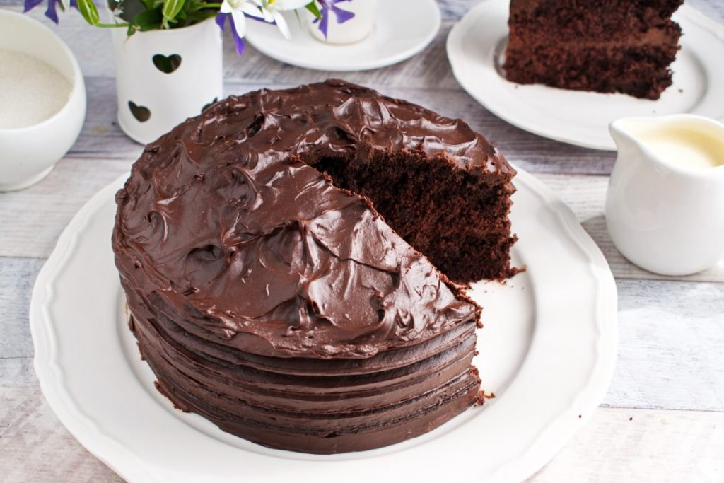 How to serve Classic Devil's Food Cake