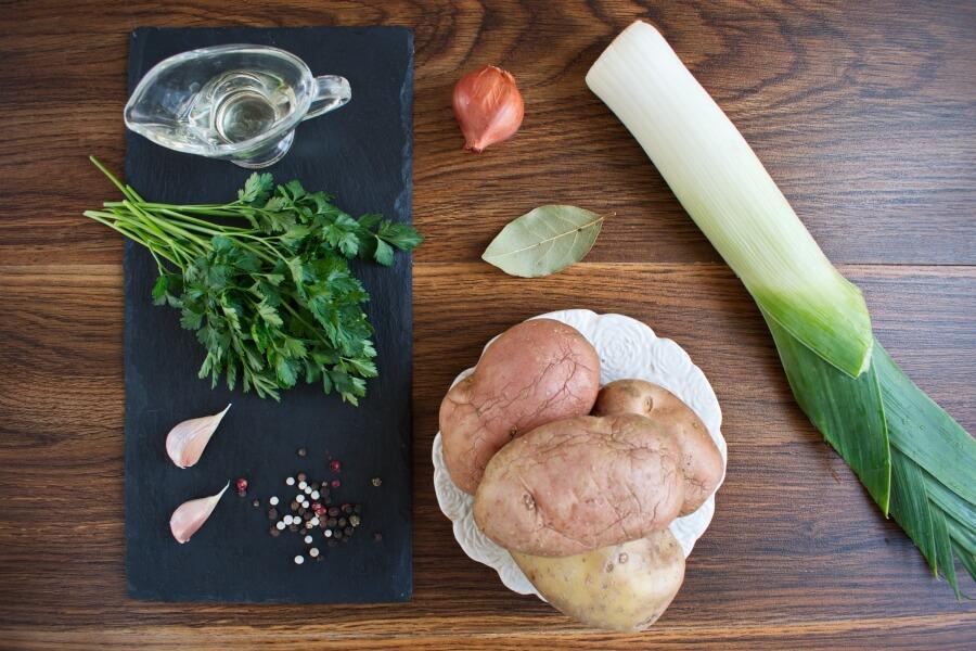 Ingridiens for Creamy Vegan Potato Leek Soup
