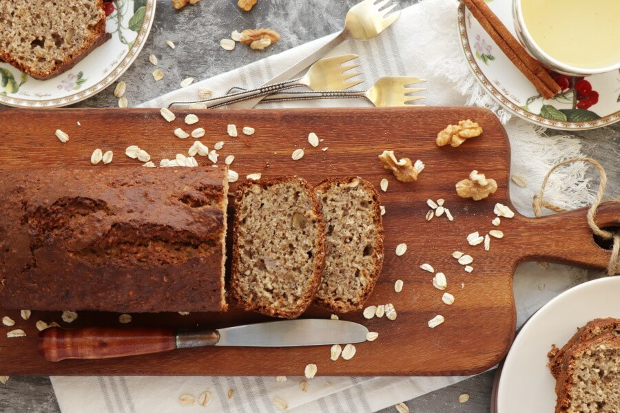 How to serve Easy Oatmeal Banana Bread
