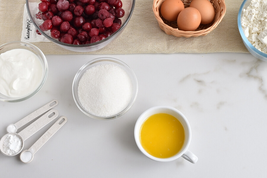 Easy One-Bowl Upside-Down Cake recipe - step 2
