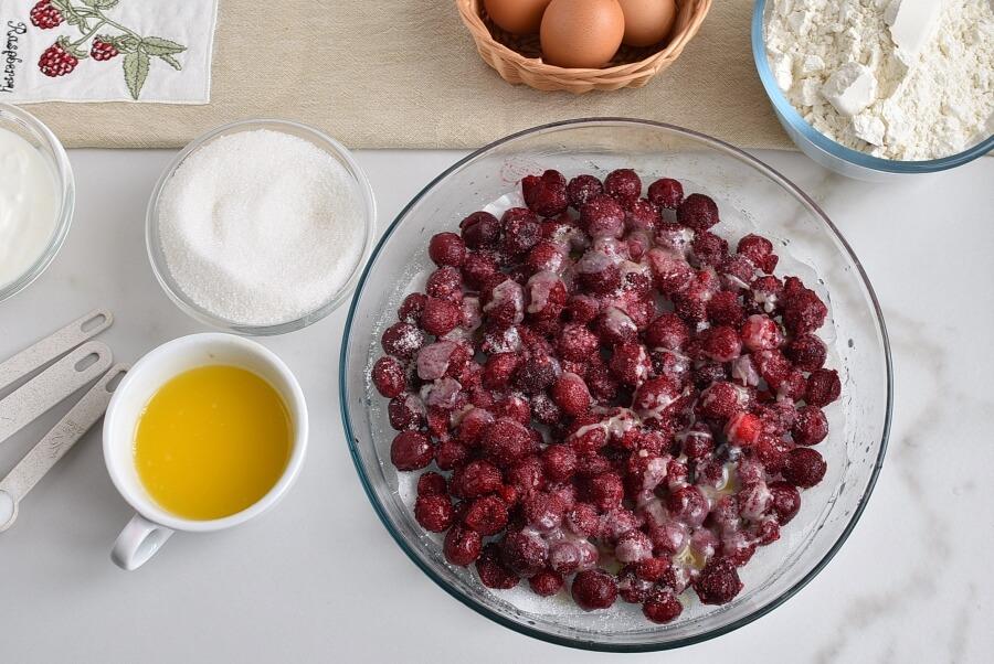 Easy One-Bowl Upside-Down Cake recipe - step 5