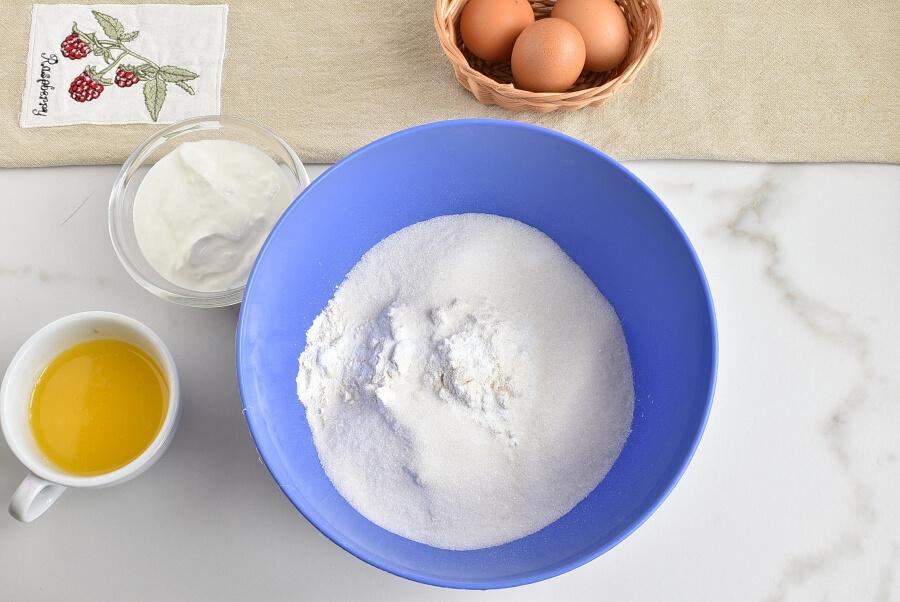 Easy One-Bowl Upside-Down Cake recipe - step 7