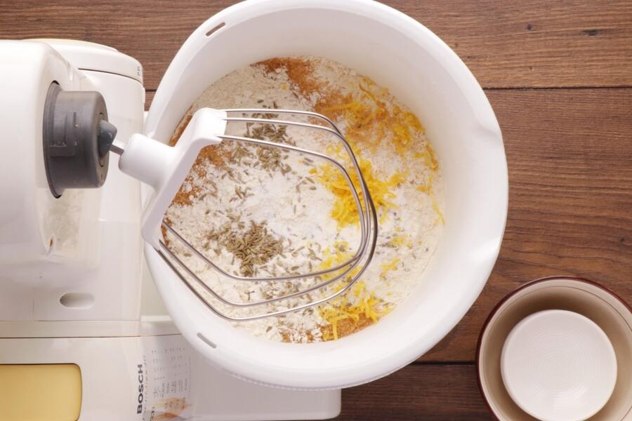 Tsoureki recipe - step 2