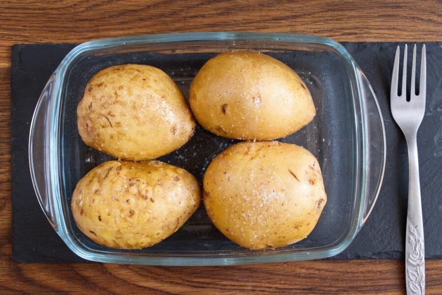 Tuna and Sweetcorn Jacket Potatoes recipe - step 2
