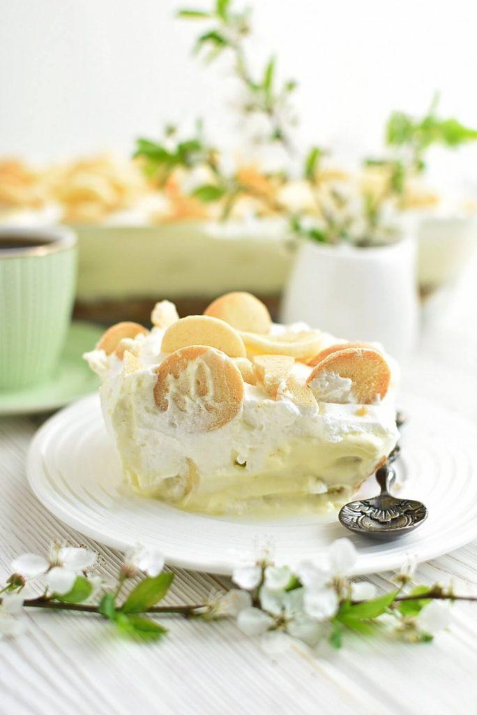 Vanilla and Banana Pudding Cake with Wafers