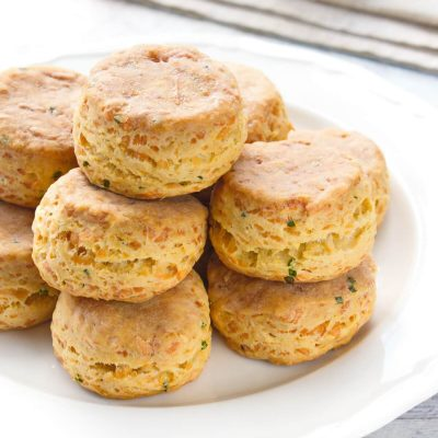 Cheddar Chive Biscuits Recipe-Flaky Cheddar-Chive Biscuits Recipe-Ridiculously Easy Cheddar Chive Biscuits