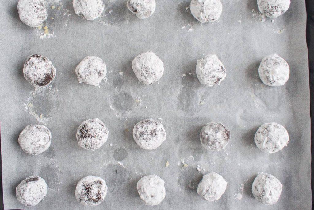 Chocolate Mint Crinkle Cookies recipe - step 11