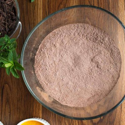 Chocolate Mint Crinkle Cookies recipe - step 1