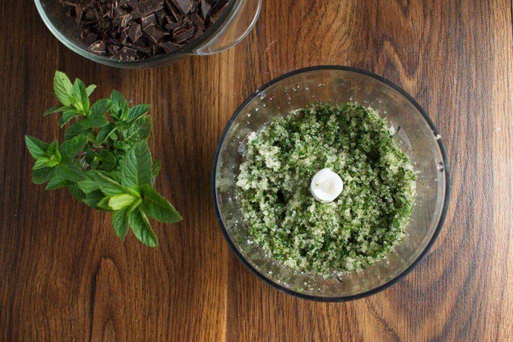 Chocolate Mint Crinkle Cookies recipe - step 2