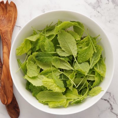 Kale Breakfast Salad with Quinoa & Strawberries recipe - step 3