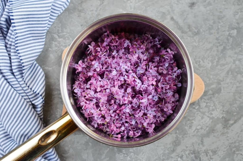 Lilac Syrup recipe - step 2