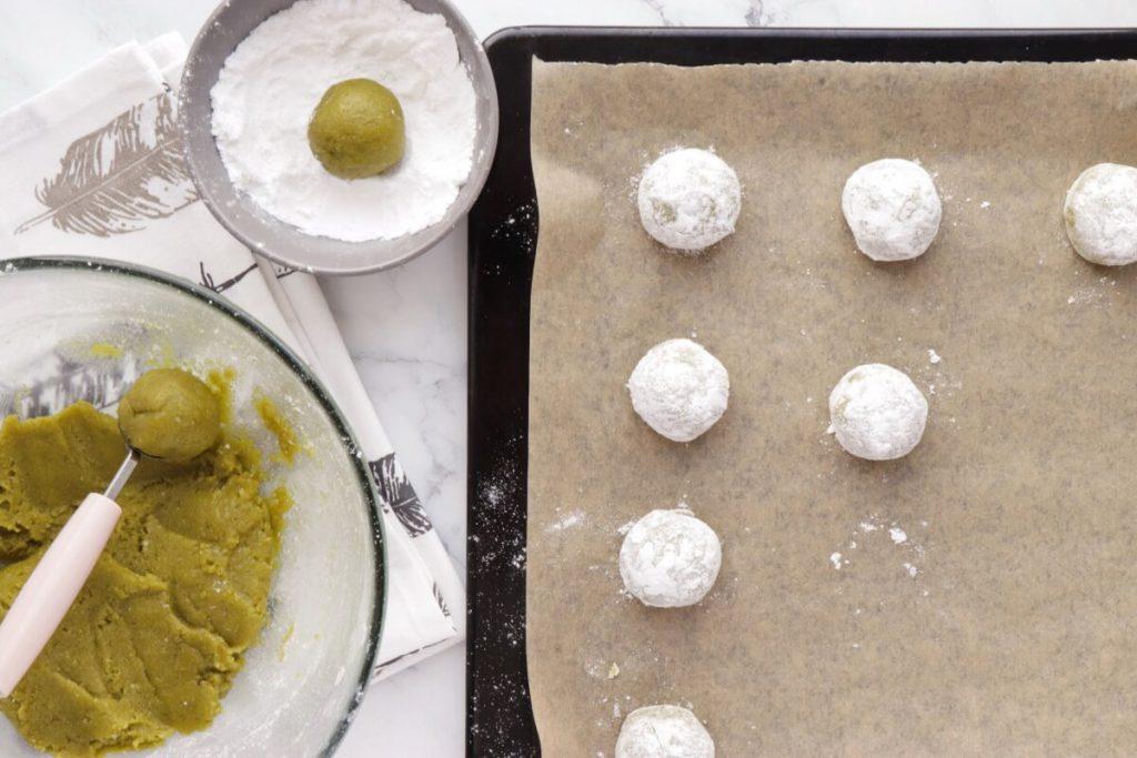 Matcha Amaretti Cookies recipe - step 5