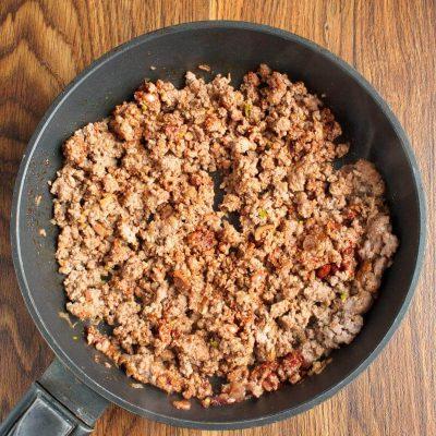 Mini Chili Beef Pies recipe - step 2