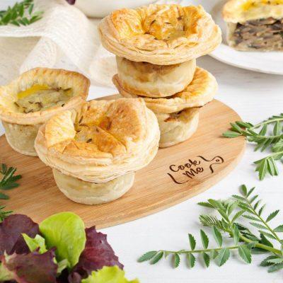 Mini creamy mushroom pies - Creamy Mushroom Mini Pie Recipe - Mini mushroom hand pies