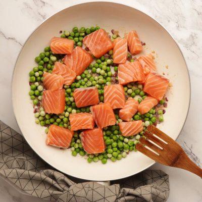 Pasta with Salmon & Peas recipe - step 3