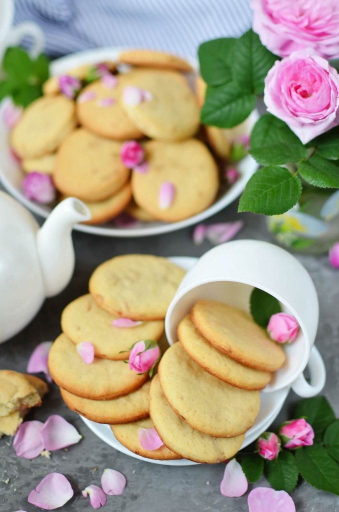 Delicious cookies with a hint of rose