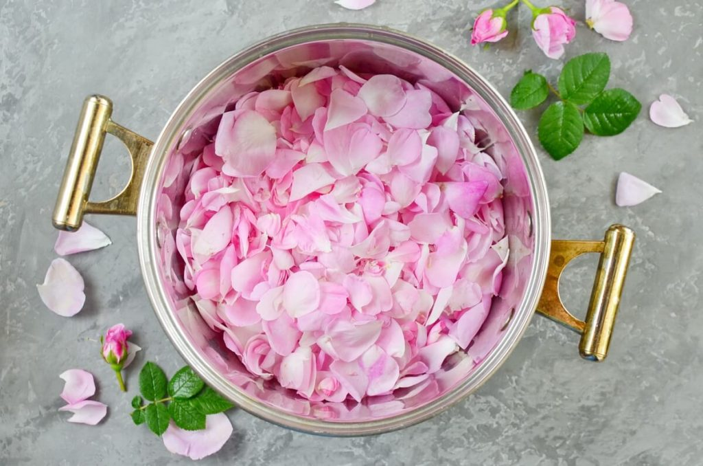 Rose Petal Honey recipe - step 1