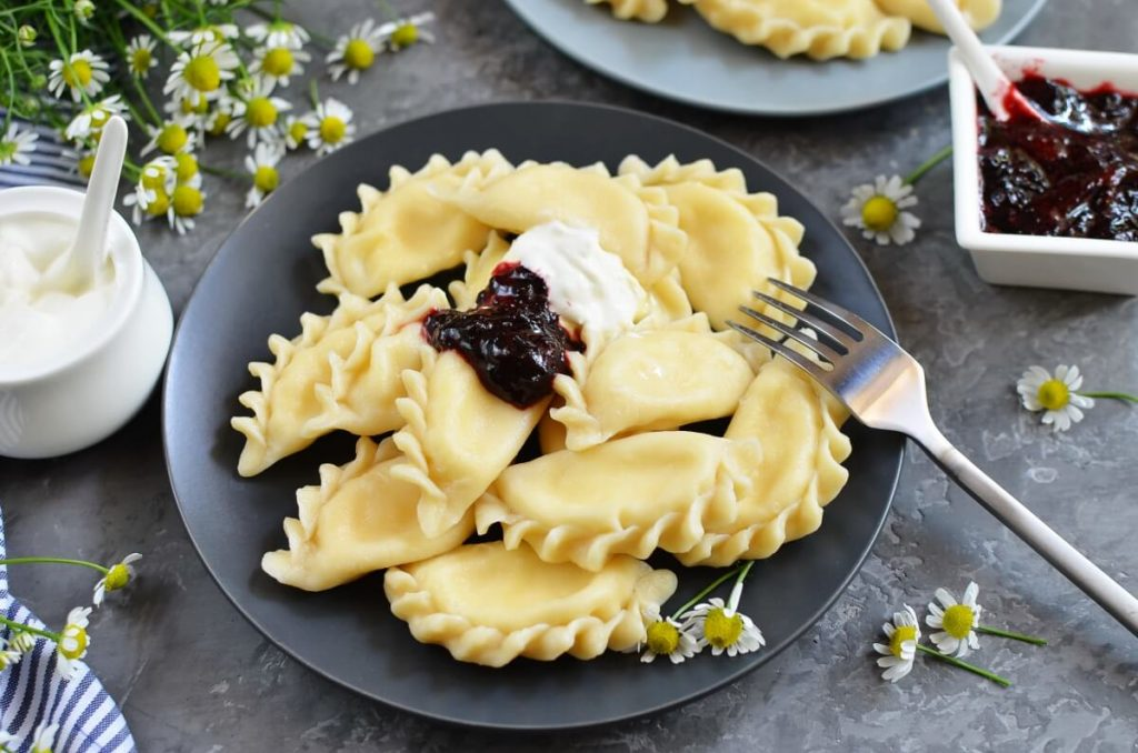 How to serve Vareniki with Farmers Cheese
