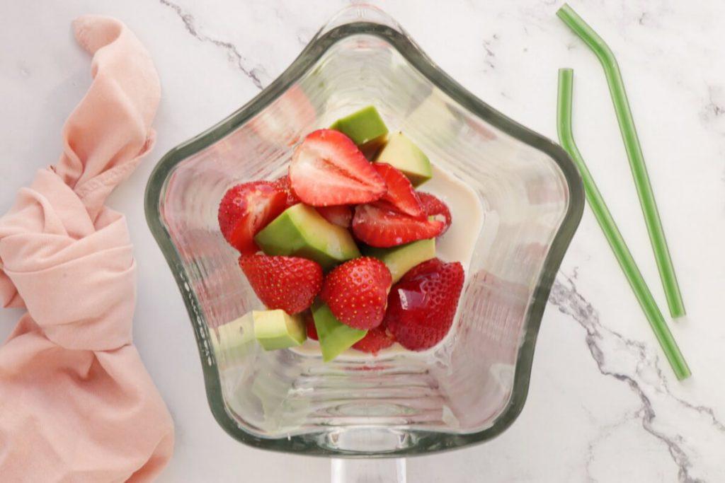 Avocado & Strawberry Smoothie recipe - step 1