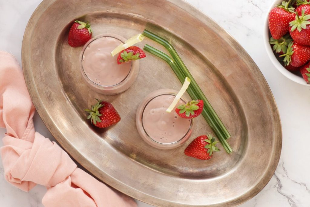 How to serve Avocado & Strawberry Smoothie