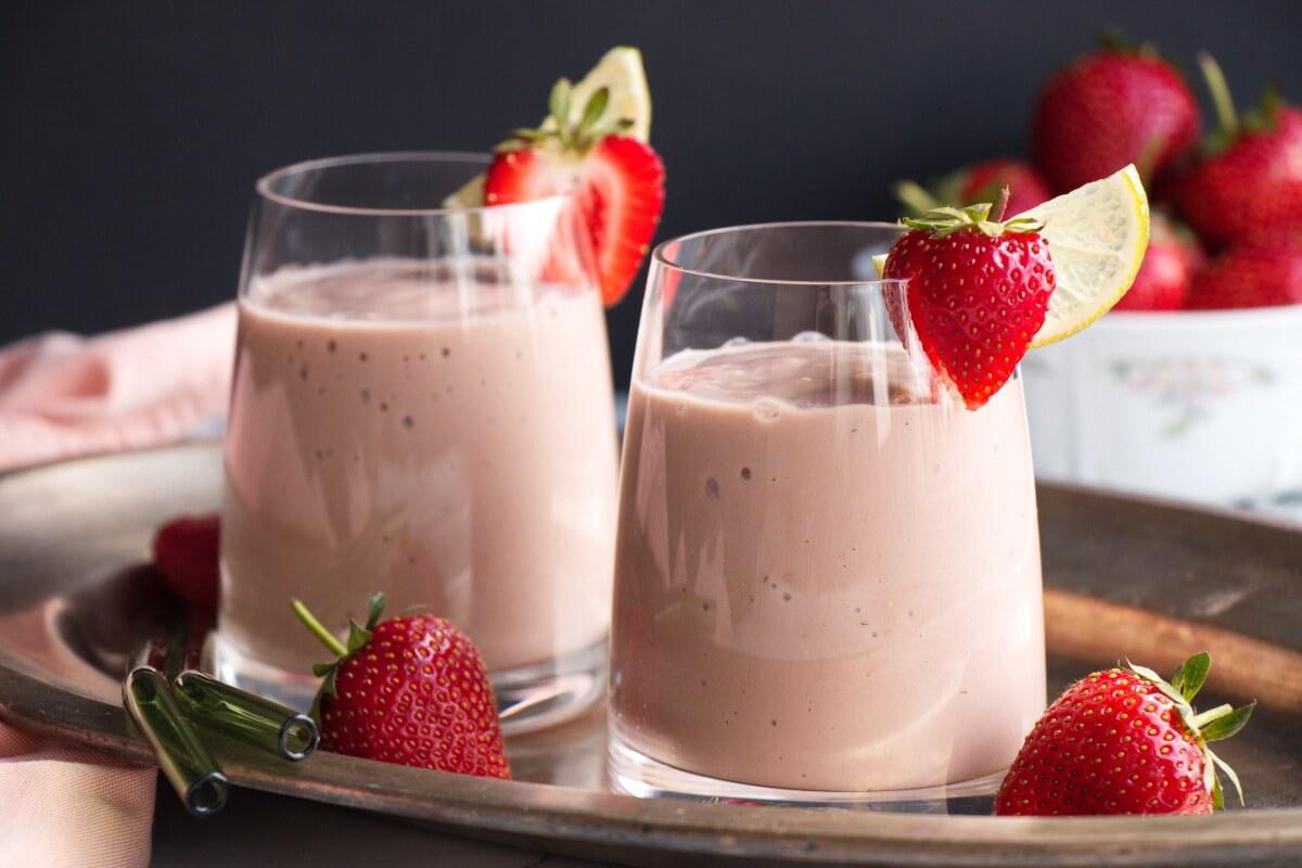 Avocado & Strawberry Smoothie Recipe-Healthy Avocado Strawberry Smoothie-Strawberry Smoothie with Milk