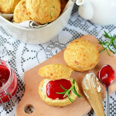 British Cheddar and Rosemary Scones Recipe-How To MakeBritish Cheddar and Rosemary Scones-Homemade British Cheddar and Rosemary Scones