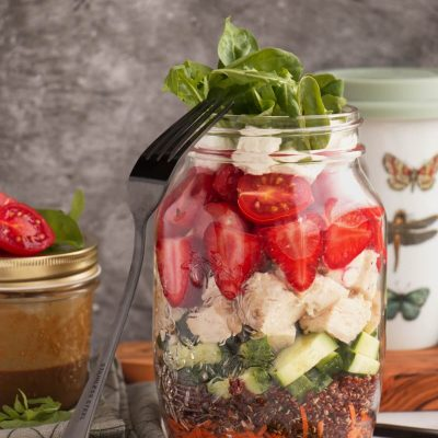 Chicken and Quinoa Mason Jar Salad Recipe-Quinoa Chicken Jar Salad-Quinoa Chicken Salad in a Mason Jar