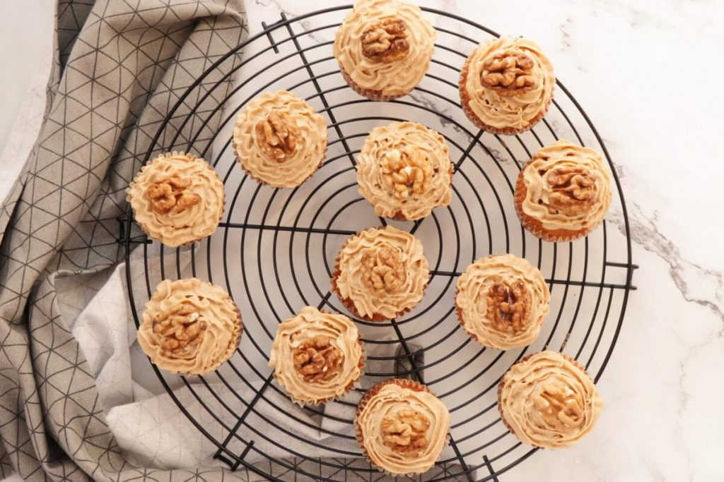 Coffee Cream & Walnut Cupcakes recipe - step 8