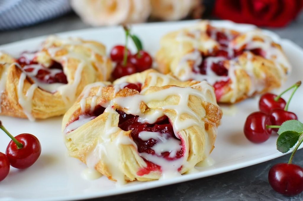 How to serve Easy Cherry Turnovers with Puff Pastry