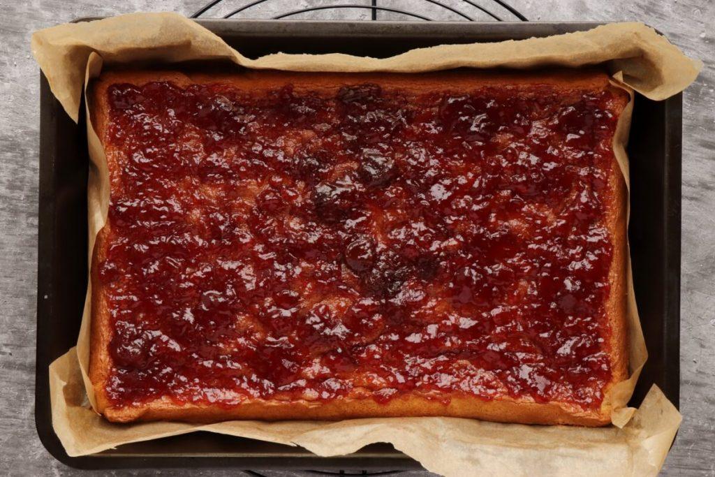 Fresh Strawberry Cake recipe - step 7