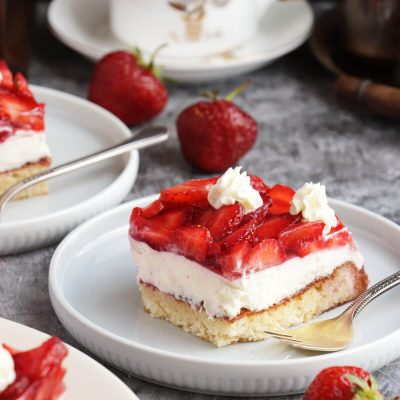 Fresh Strawberry Cake Recipe-Homemade Strawberry Cake-Chilled Strawberry Cake