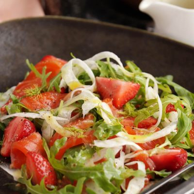 Salmon, Strawberry & Fennel Salad Recipe-Salmon Salad with Fennel and Strawberries-Salmon Fennel Summer Salad