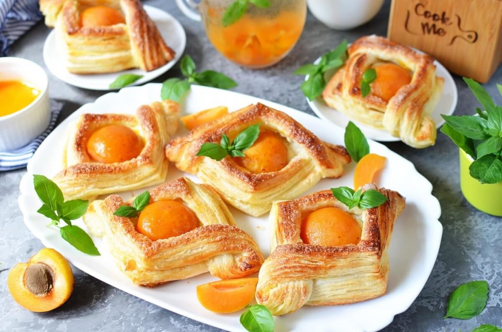 How to serve Apricot and Cream Cheese Pastry