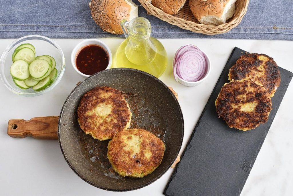 Chickpea & Coriander Burgers recipe - step 4