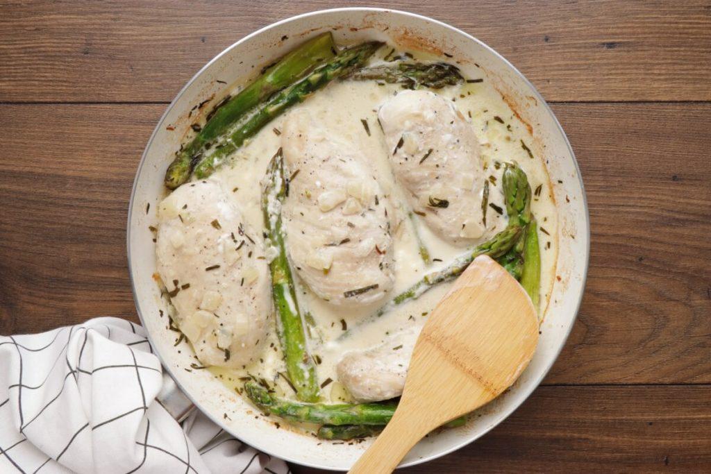 Creamy Chicken with Asparagus & Tarragon recipe - step 5