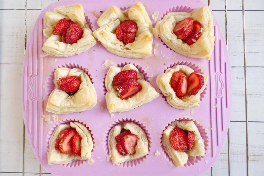 Easy Puff Pastry Strawberry Tarts recipe - step 8
