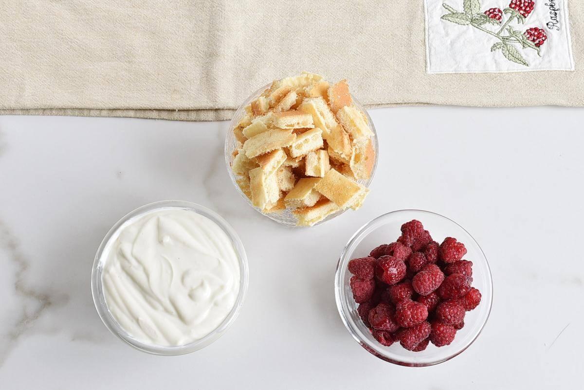Ingridiens for Easy Raspberry Shortcake in a Jar