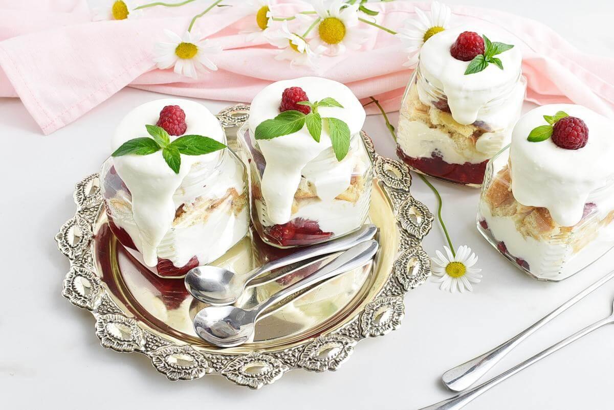 Easy Raspberry Shortcake in a Jar Recipe–Homemade Easy Raspberry Shortcake in a Jar–Easy Easy Raspberry Shortcake in a Jar