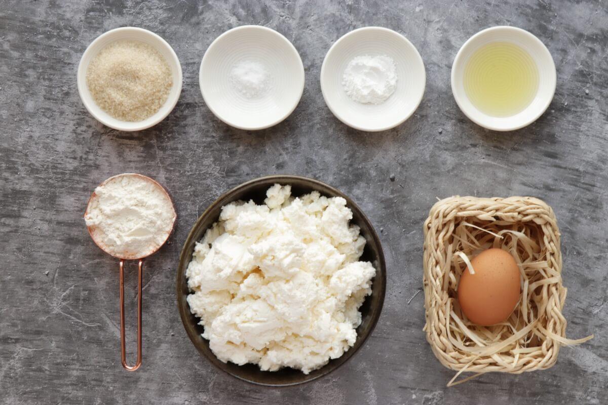 Ingridiens for Farmer's Cheese Pancakes (Syrniki)