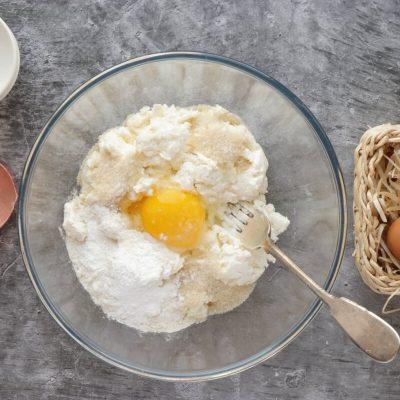 Farmer's Cheese Pancakes (Syrniki) recipe - step 1