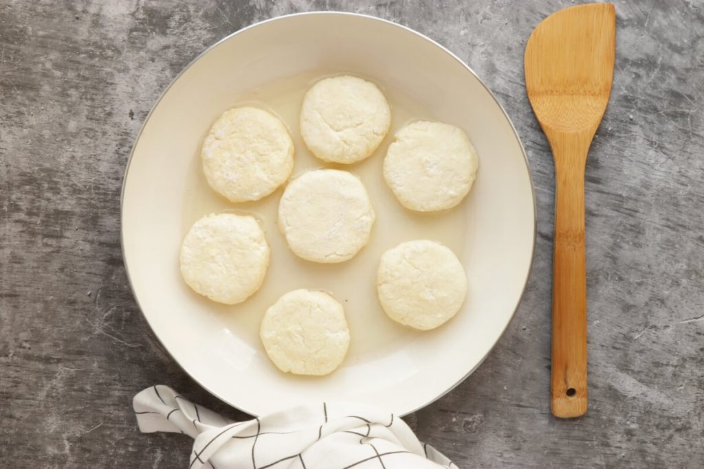 Farmer's Cheese Pancakes (Syrniki) recipe - step 3