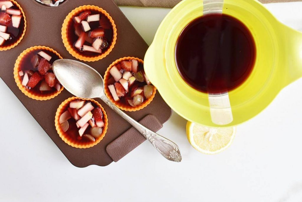 Frozen Sangria Fruit Cups recipe - step 4