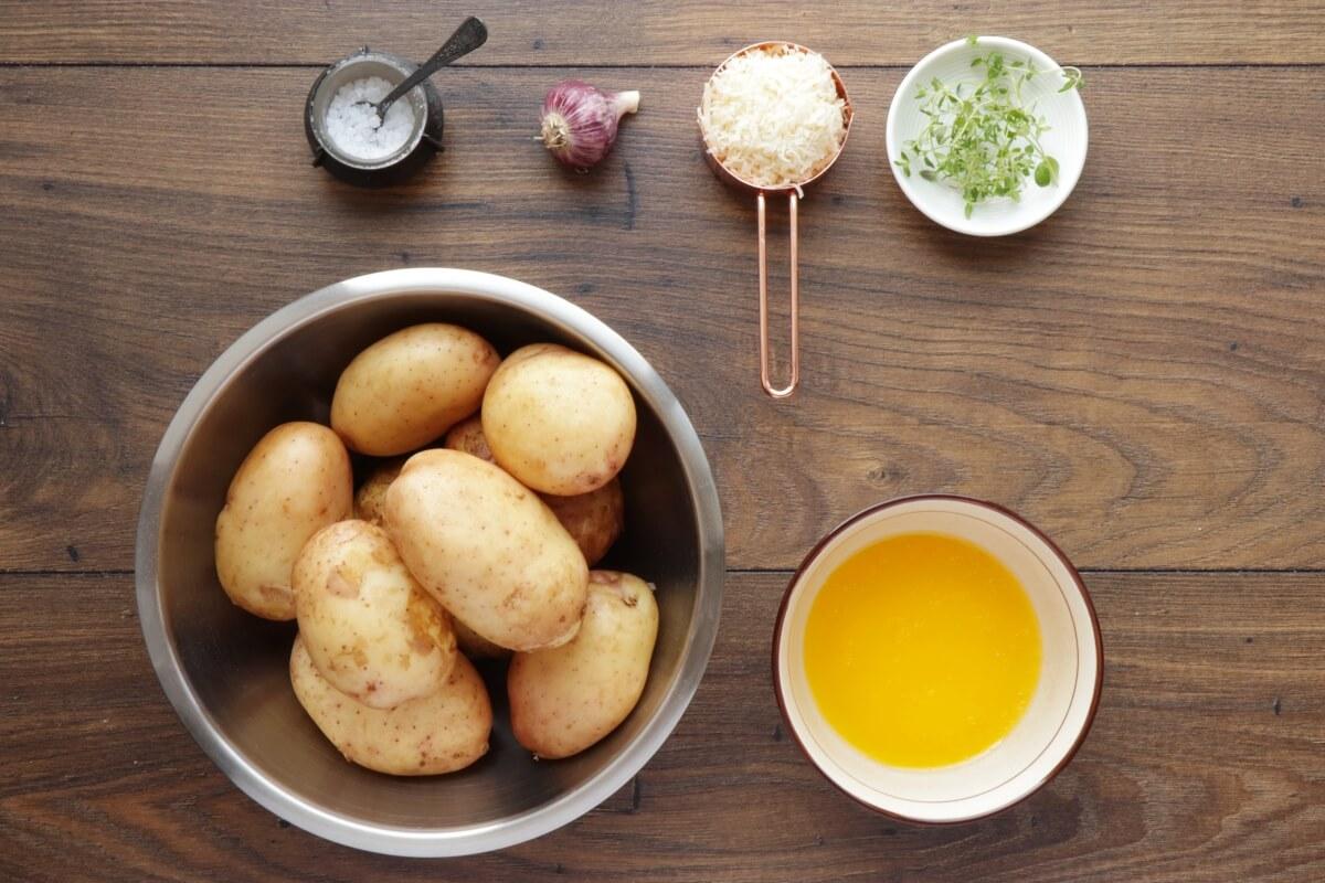 Ingridiens for Garlic Parmesan Crispy Roasted Potatoes