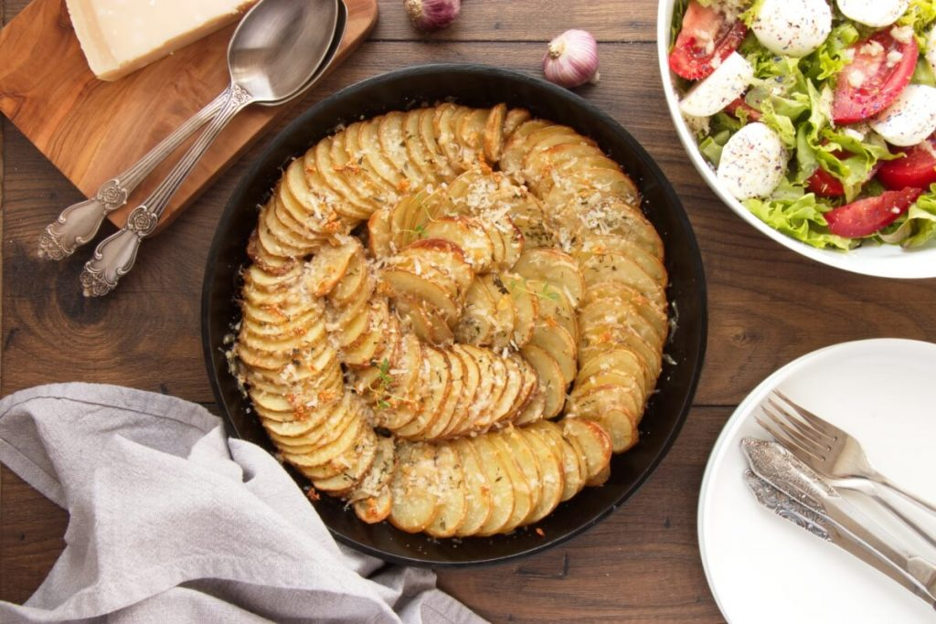 How to serve Garlic Parmesan Crispy Roasted Potatoes