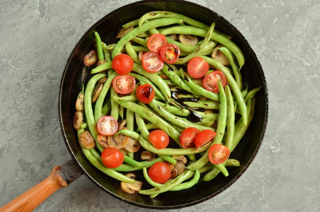 Haricots Verts with Cherry Tomatoes & Mushrooms recipe - step 3