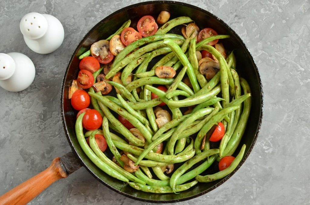 Haricots Verts with Cherry Tomatoes & Mushrooms recipe - step 4